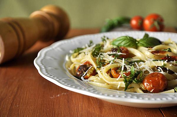Ζυμαρικά με ψητά ντοματίνια/Pasta with Baked Cherry Tomatoes