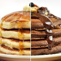 Αφράτα pancakes με γιαούρτι σε δύο παραλλαγές