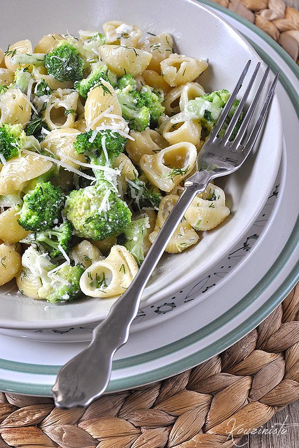 Κοχύλια με μπρόκολο & σάλτσα τυριών/Pasta shells with gorgonzola & broccoli