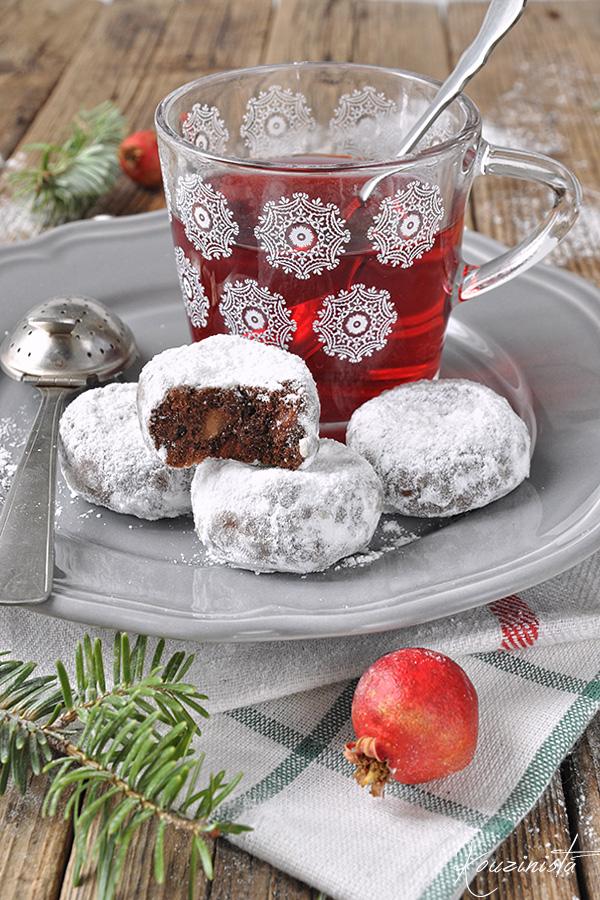 Σοκολατένιοι κουραμπιέδες με σταγόνες σοκολάτας & αμύγδαλα / Double chocolate almond snowball cookies