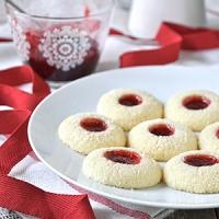 Ντελικάτα μπισκότα με καρύδα & μαρμελάδα