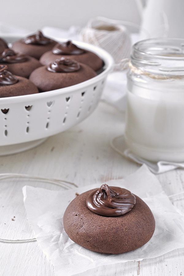 Μπισκότα με nutella (με 3 υλικά) / 3-Ingredient Nutella thumbprint cookies